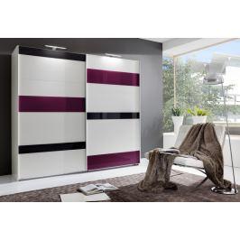 Široká šatní skříň 270 cm s posuvnými bílými dveřmi s fialovými a šedými skly s bílým korpusem KN843